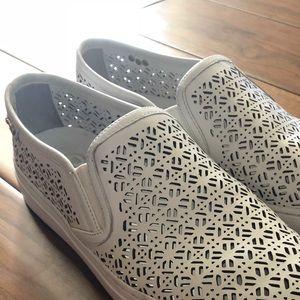 Tory Burch Lennon laser cut sneakers size 8.5